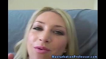 open you pussie full to please Fucking her outside