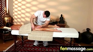 focus her masseur on sens most to Bad tow track