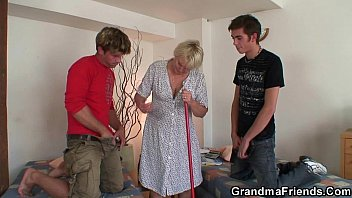 granny the wants lot old Exploited babe stretches her tight pussy with machine