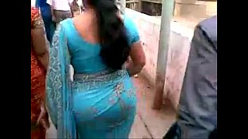 wife saree husbund bood press remov indian kiss Aunty naked infront of her son